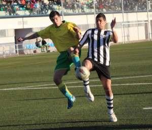 Copito, pichichi de España con 43 goles, en la imagen con Alberto Silva, del C.D.Codosera.