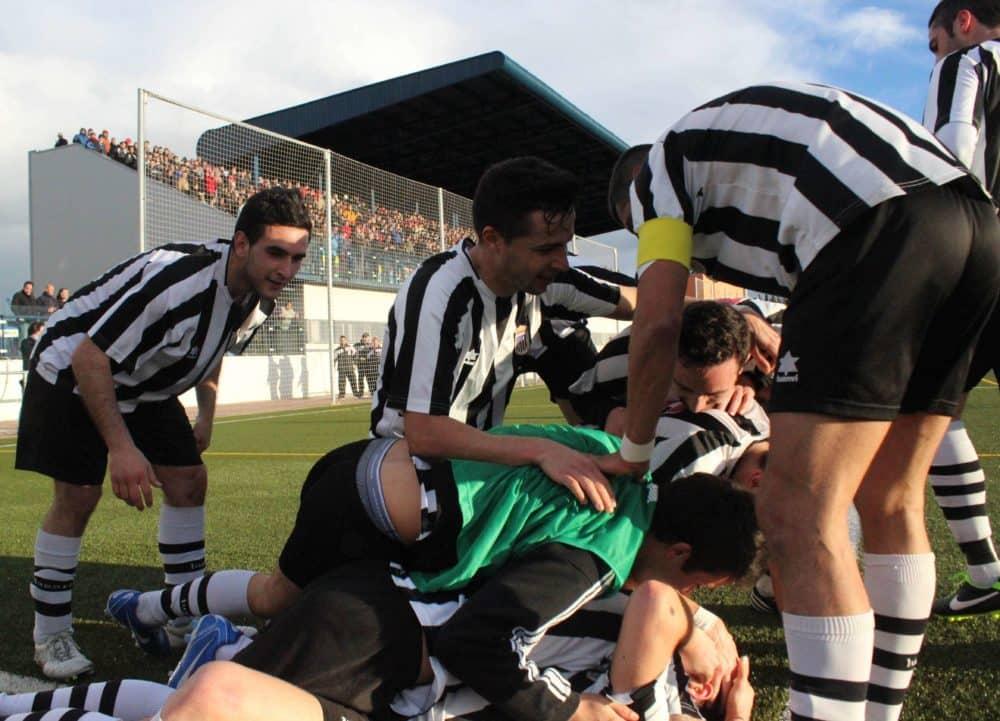 El CD Badajoz 1905 celebrando un gol.