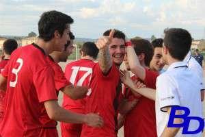 Jugadores del CD Badajoz 1905 celebrando un gol en el campo de La Roca.
