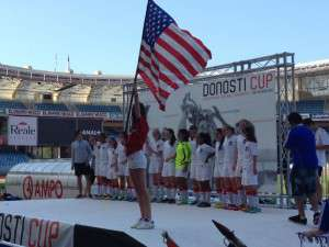 El conjunto americano recibe la copa.