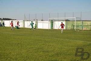 Copito anota el 0-3 ante el San Francisco de Olivenza.