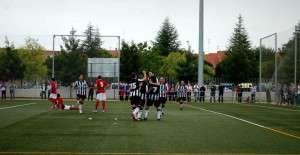 Los jugadores del CD Badajoz celebran un tanto durante el partido.