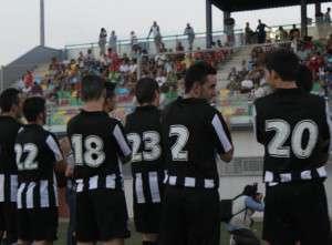 Los jugadores del Badajoz tuvieron un acto de presentación justo antes de empezar el encuentro.