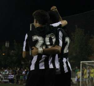 Jugadores del Badajoz en el partido contra el Atlético Pueblonuevo.
