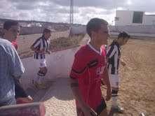 Los jugadores de ambos conjuntos entrando al campo.