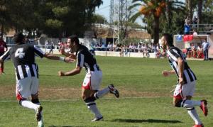 Cholo celebra el 0-1 junto con Pérez y Abraham (Cedida por CDBADAJOZ.COM )