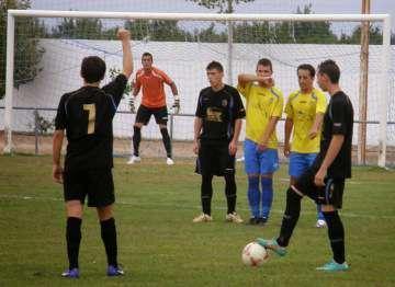 Acción en el Municipal de Valdelacalzada. / http://cdvaldelacalzada.wordpress.com/