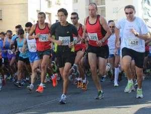 Corredores en una carrera en Badajoz.