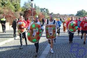 Corredores de la San Silvestre disfrazados de Roscos de Reyes/Fuente:Badajoz Deportes