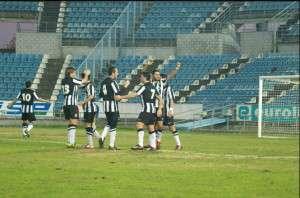 Los jugadores del CD Badajoz celebran la victoria. CDBADAJOZ.COM