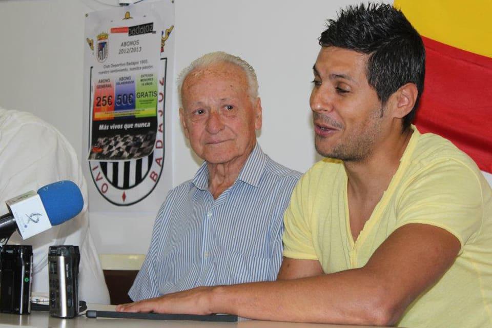 En la presentación como nuevo fichaje, junto a Isidoro García | POL GARCÍA