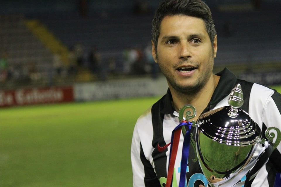 David Copito con el Trofeo de la Cordialidad | POL GARCÍA