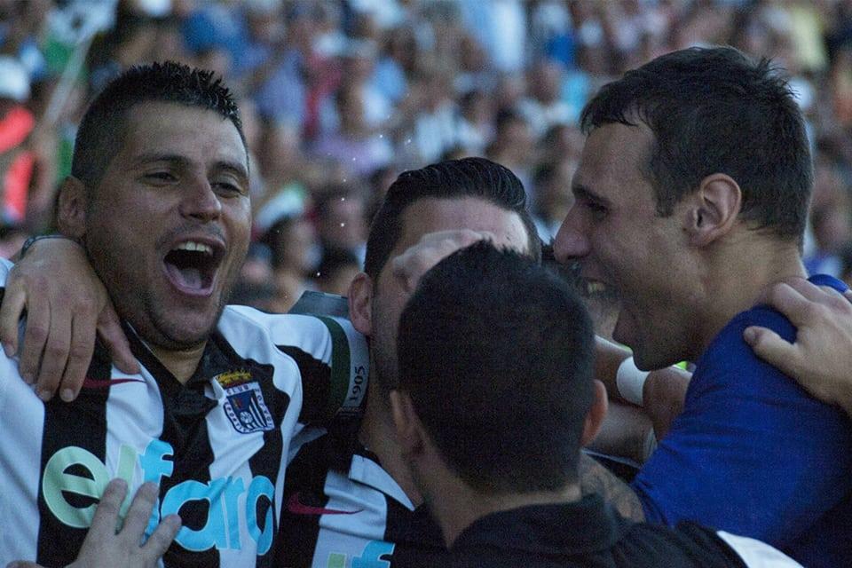 Jugadores del CD Badajoz celebran el ascenso a Tercera | POL GARCÍA