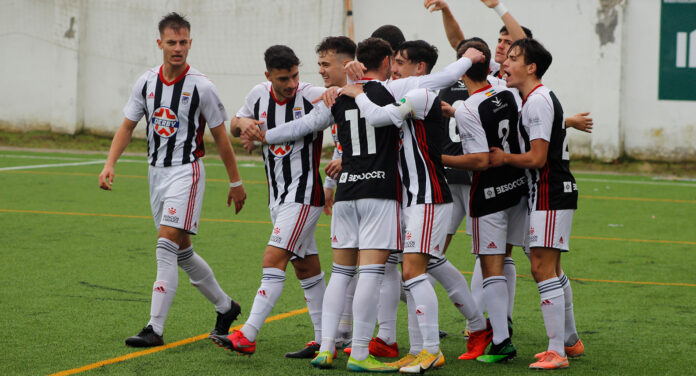 El CD Badajoz DH Juvenil celebra un gol frente al Mostoles