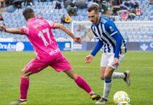 Carlos Portero con la camiseta del CD Badajoz en un partido contra el Recreativo de Huelva